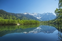 長野県 大正池と穂高連峰