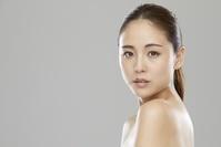 若い日本人女性の顔