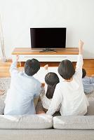 応援をする日本人家族