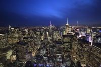 アメリカ合衆国 エンパイアステートビルとマンハッタンの街並み...