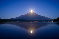 山梨県 山中湖より夏のパール富士