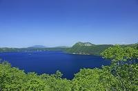北海道 第一展望台からの摩周湖 カムイシュ島と摩周岳
