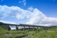 福島県 栃木県 那須町 東北本線を走行する四季島