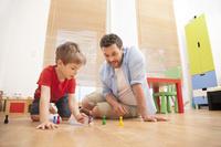 子供部屋で遊ぶ親子