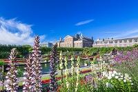 イギリス ロンドン 花咲くサンケンガーデンとケンジントン宮殿