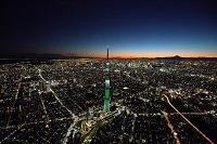 東京都 夜の東京スカイツリー周辺より都心