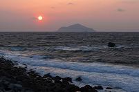 高知県 沖の島に沈む夕日 柏島