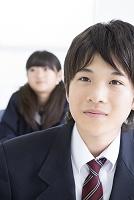 勉強する中学生