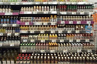 スーパー - 種類の豊富な陳列棚:焼肉のたれなど