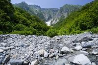 谷川岳と小川