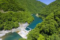 新緑の川辺川渓谷