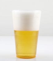 プラカップに入ったビール