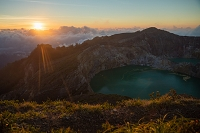 インドネシア フローレス島 クリムトゥ山