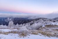 長野県 冬の美ヶ原から北アルプス方面の雲海とビーナスベルト