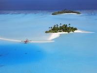 モルディブ 夏の海と飛行機