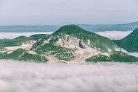 北海道 雲海に覆われたアトサヌプリ(硫黄山)