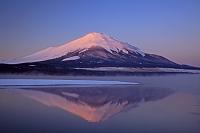 山梨県 朝焼けの逆さ富士