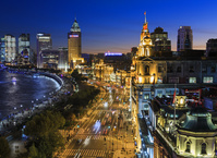 中国 上海 中山東一路とバンドの建築群 夜景