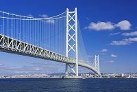 兵庫県 明石海峡大橋と明石市街