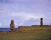 チリ イースター島 アフ・コテ・リクとアフ・タハイのモアイ像