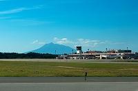 青森県 青森空港と岩木山