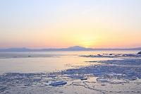 北海道 知床連山と朝日