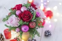 赤とピンクのクリスマスアレンジメント