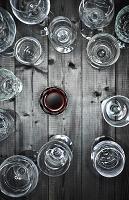真俯瞰からみたワイングラス