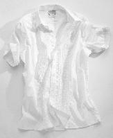 白い半袖シャツ