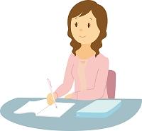 机で勉強する女子大生