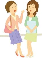 友人と話す大学生女子
