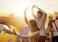 野外フェスティバルの外国人イメージ