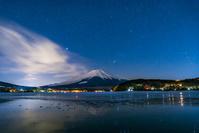 山梨県 山中湖と富士山の星空