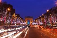 パリ クリスマスイルミネーションのシャンゼリゼ大通