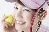 テニススタイルの日本人女性