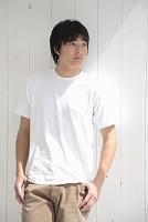 Tシャツの男性