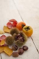 栗と柿と落ち葉