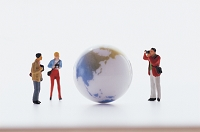 フィギュア 地球と観光客