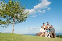 笑顔の3世代日本人家族