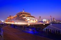 神奈川県 大桟橋に停泊しているクイーンエリザベス