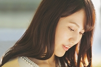 若い日本人女性の横顔