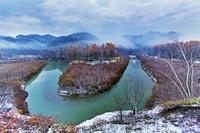 北海道 川霧と紅葉(三笠市)