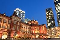 東京都  JPタワーと東京駅の夜景