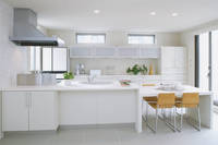 白色のオープンキッチン