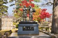 山形県 秋の米沢城跡 上杉景勝公と直江兼続公 主従像