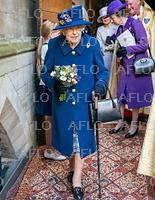 英女王、ウェストミンスター寺院で礼拝 主要公務で初めて杖突く