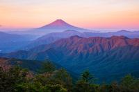 山梨県 雁ケ腹摺山から朝の富士山