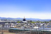 京都府 京都駅に到着する瑞風 山陰コース列車と東寺