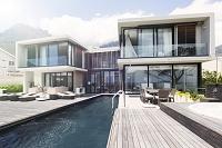 家とプール