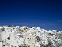 イアの青い空と白い街並み